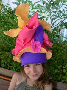 ouest-art-cies-la-malle-a-chapeaux3-carine-galesso-et-aude-reant-large
